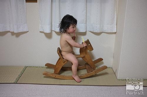 魔のイヤイヤ期 裸で木馬